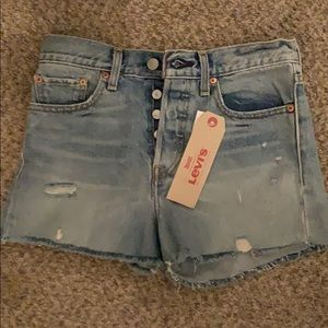 Size 27 wedgie fit Levi shorts. NWT